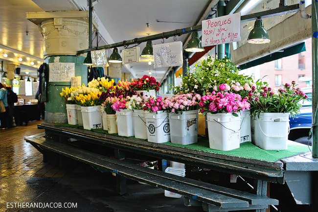 fresh flowers pike's place market seattle washington. what to do in seattle. seattle things to do. fun things to do in seattle. best things to do in seattle.
