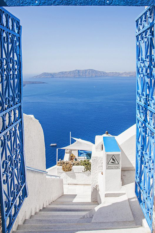 Treat Yo Self Link Up // Oia Santorini Greece.