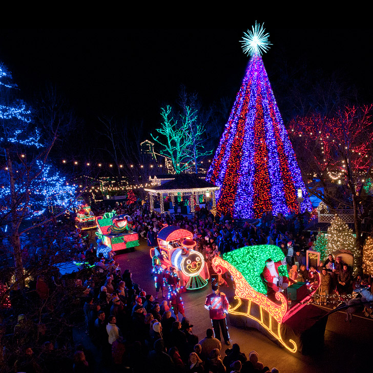 15 best places to celebrate christmas in the us local for Best places to visit during christmas