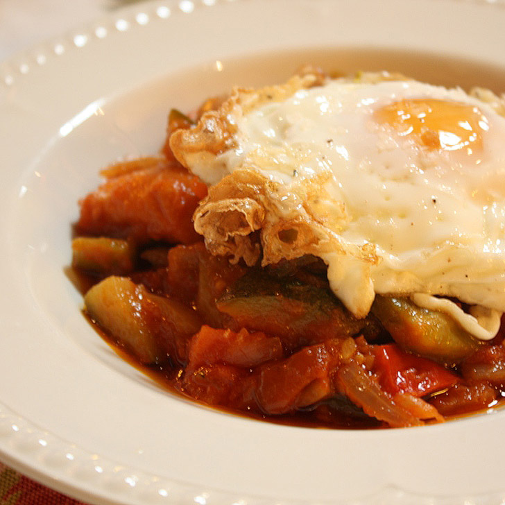 Pisto is a Spanish dish that you must try when visiting Spain. Also check out the other 15 Spanish foods you must try.