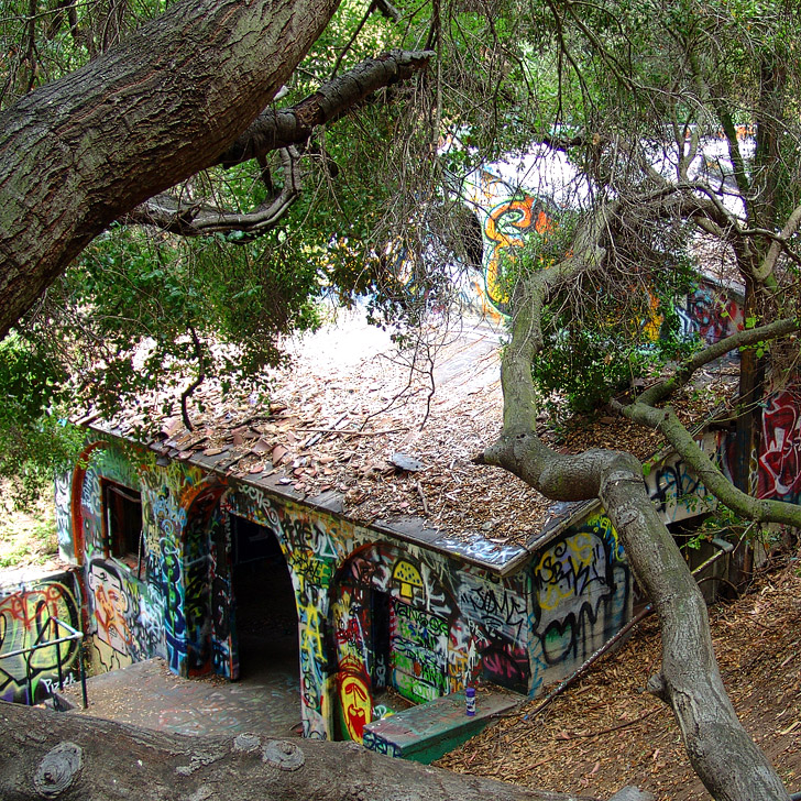 Murphy Ranch in Rustic Canyon LA used to be a base for nazi activities in the US // localadventurer.com