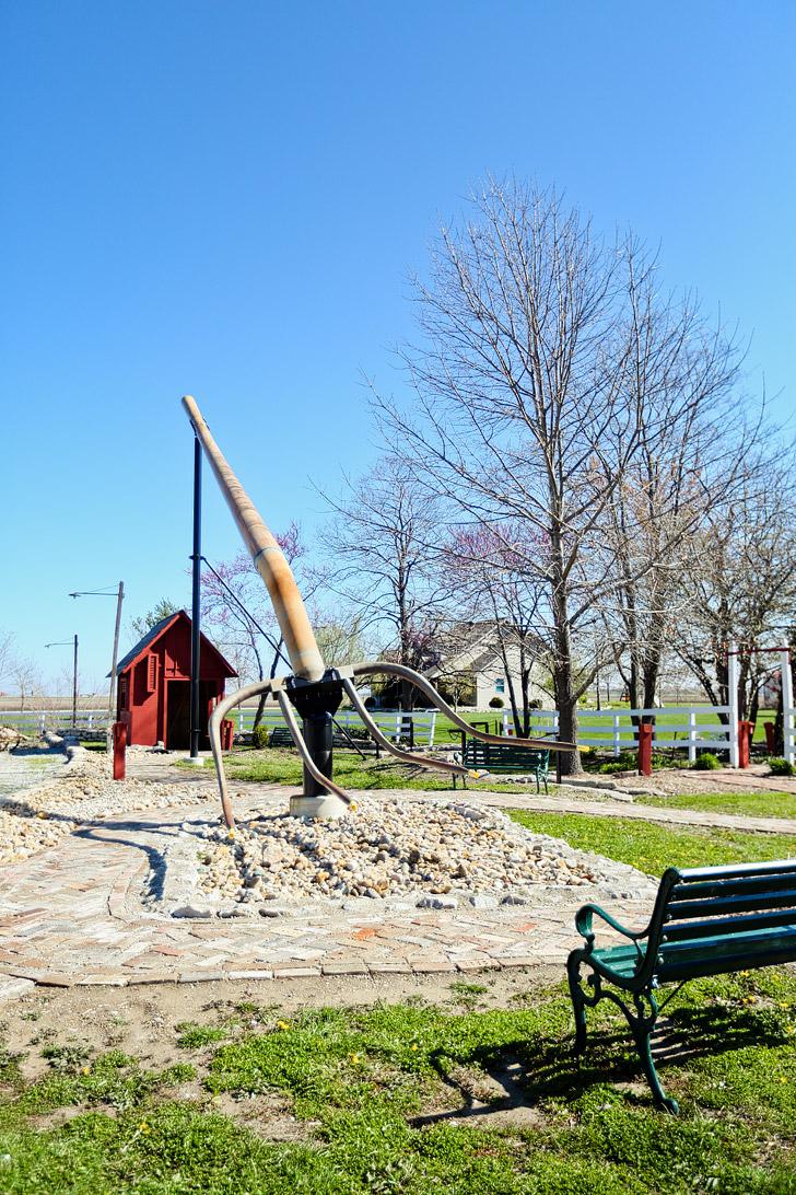 World's Largest Pitchfork in Casey IL #BigThingsInASmallTown // localadventurer.com