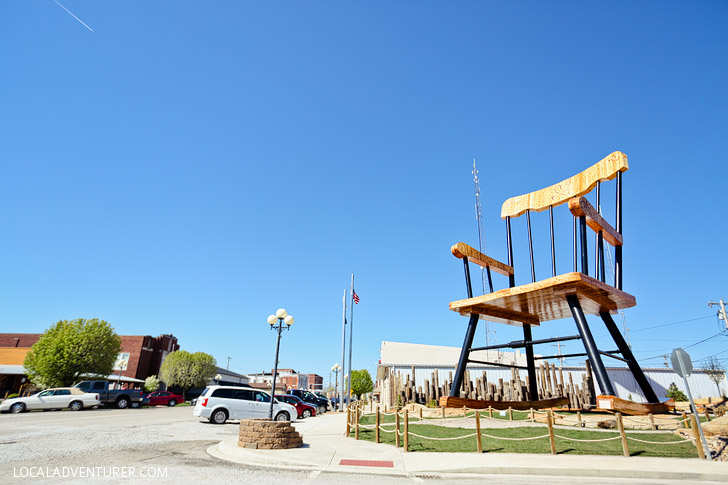 World's Largest Rocking Chair in Casey Illinois #BigThingsInASmallTown // localadventurer.com