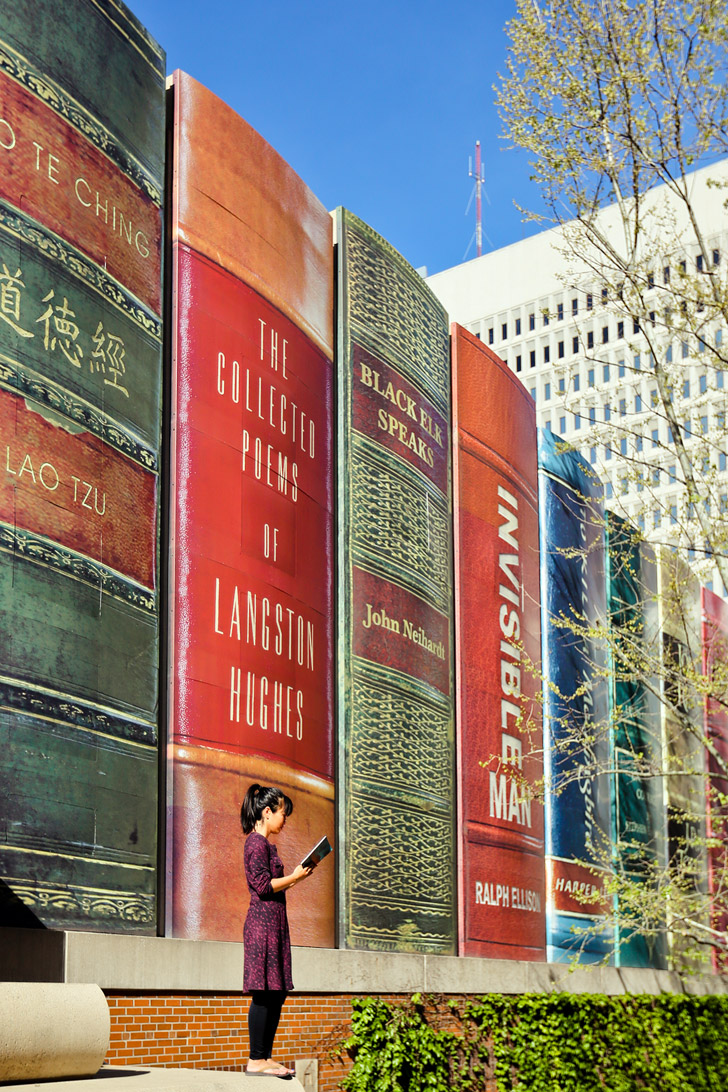 Giant Books Line the Kansas City Public Library // localadventurer.com