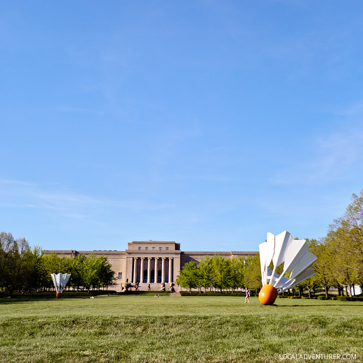 World's Largest Shuttlecock on the lawn of the Nelson Atkins Museum of Art Kansas City Missouri // localadventurer.com