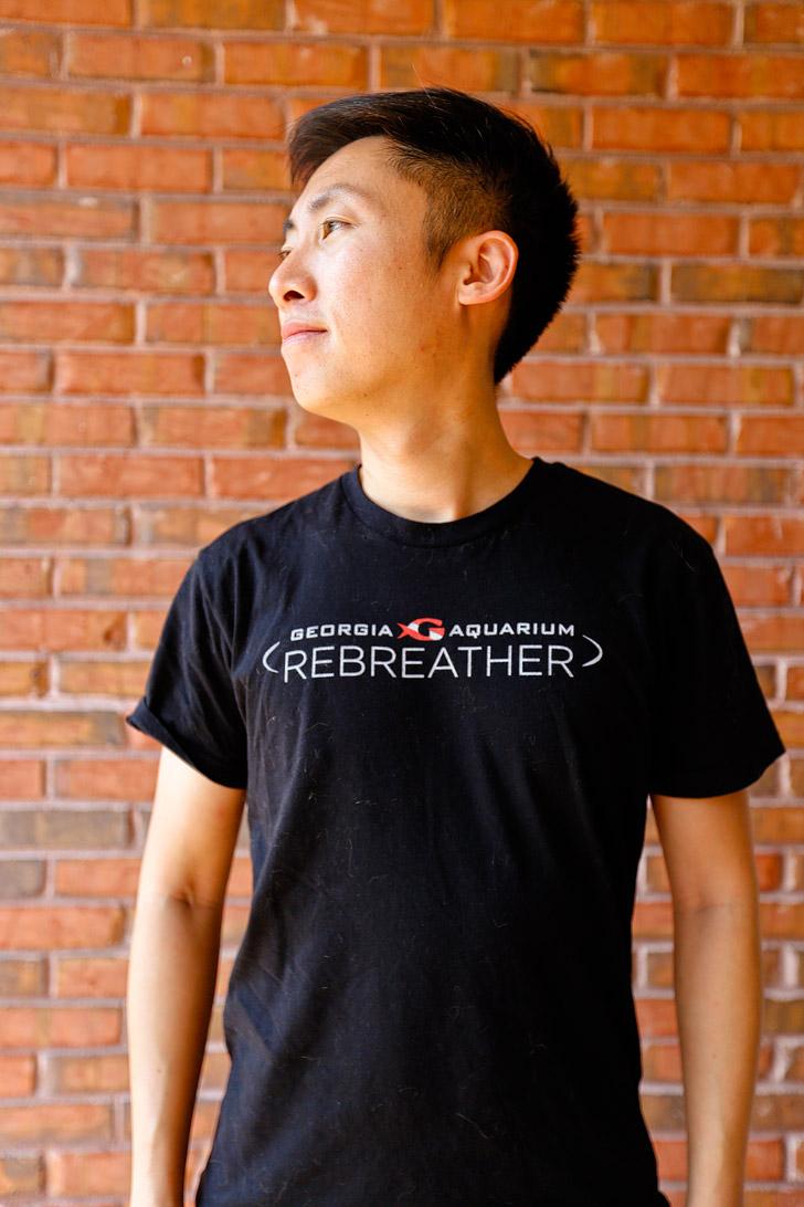 Rebreather Diving in the Georgia Aquarium Souvenir T-shirt // localadventurer.com