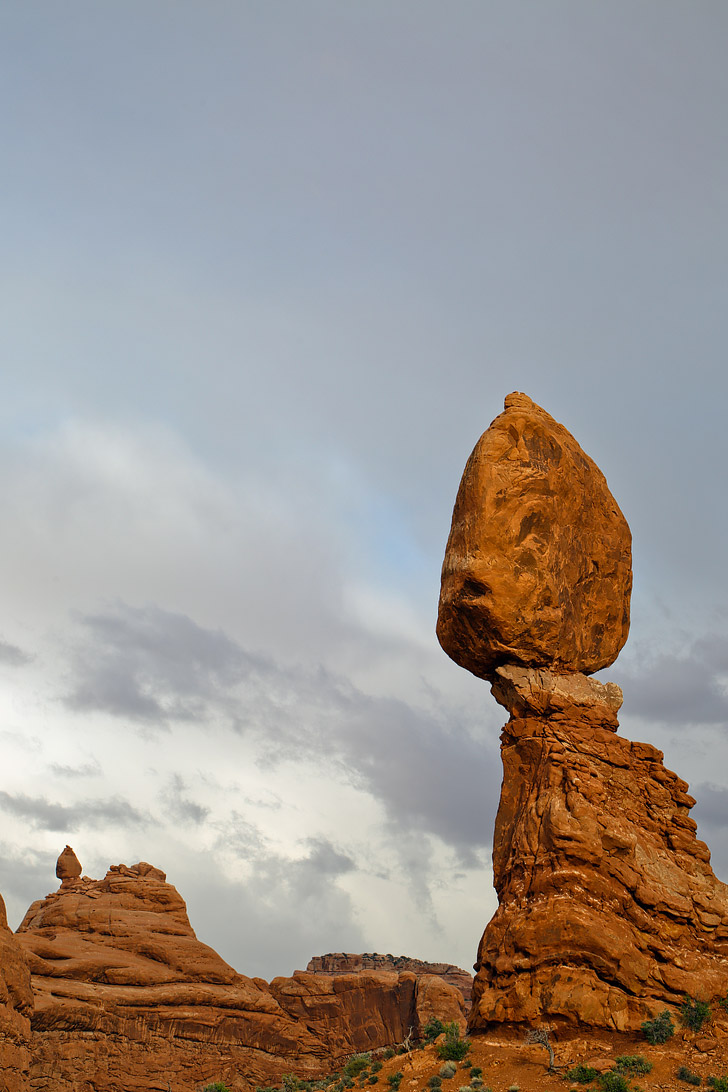 Balanced Rock (What You Can't Miss at Arches National Park) // localadventurer.com