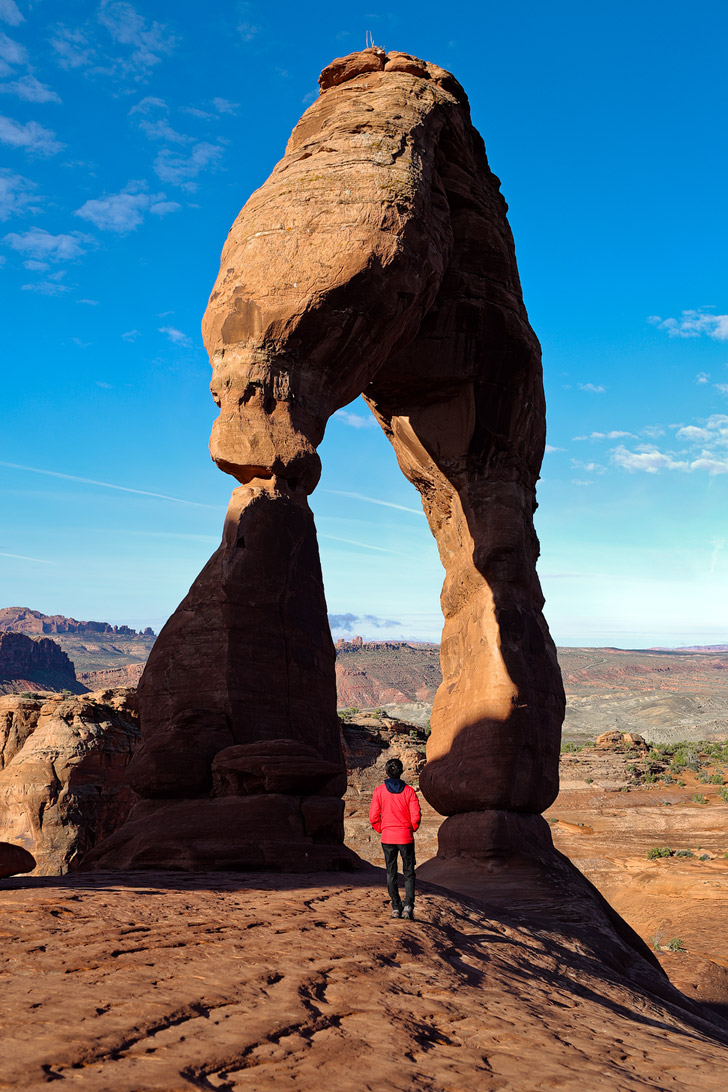 Arches National Park Delicate Arch Hike at Sunrise - best way to avoid the crowds at the most famous arch in the world // localadventurer.com