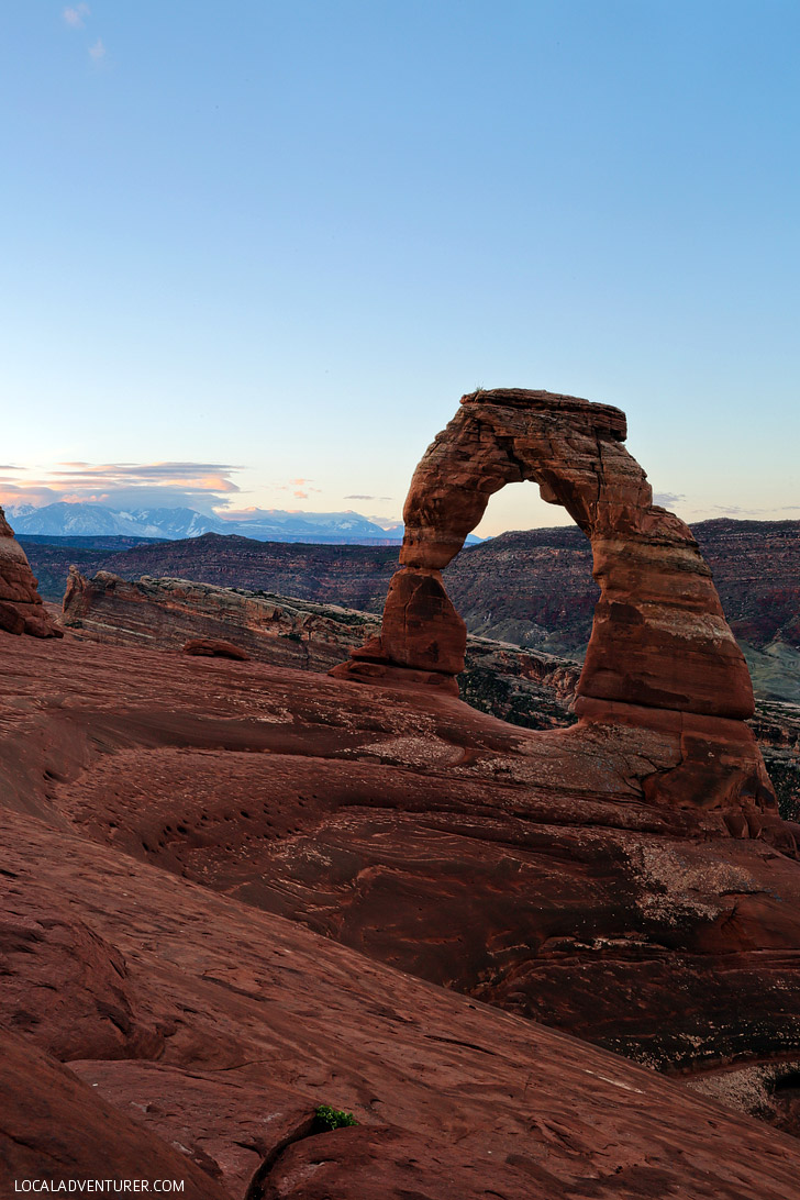 Arches National Park Delicate Arch Hike at Sunrise - Perfect for avoiding the crowds // localadventurer.com