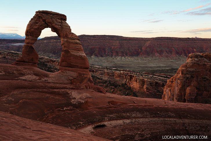 Hiking to Delicate Arch Arches National Park // localadventurer.com