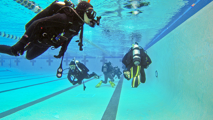 Easy Guide to Getting Dive Certified // localadventurer.com