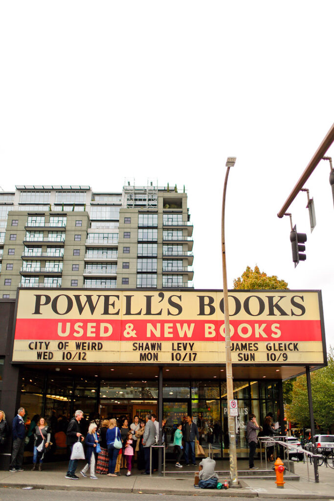 Powells City of Books (+ 25 Free Things to Do in Portland Oregon) // localadventurer.com