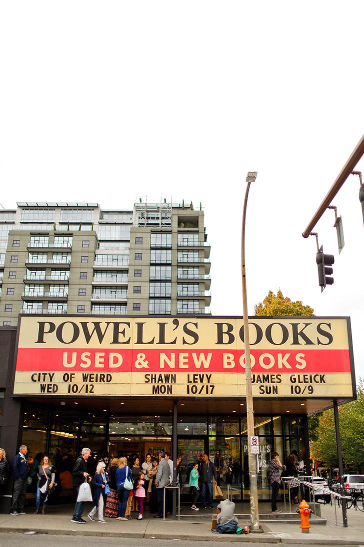 Powells City of Books (+ 25 Free Things to Do in Portland Oregon) // localadventurer.com
