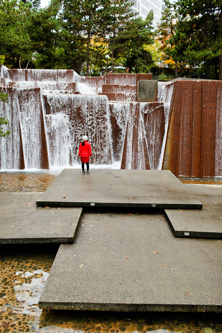 Visit an Urban Waterfall (+ 25 Free Things to Do in Portland Oregon) // localadventurer.com