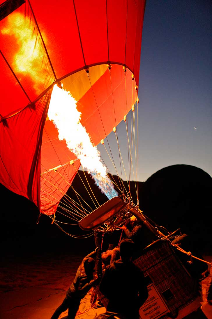 Riding Hot Air Balloons in Cappadocia, Turkey with Royal Balloon // localadventurer.com
