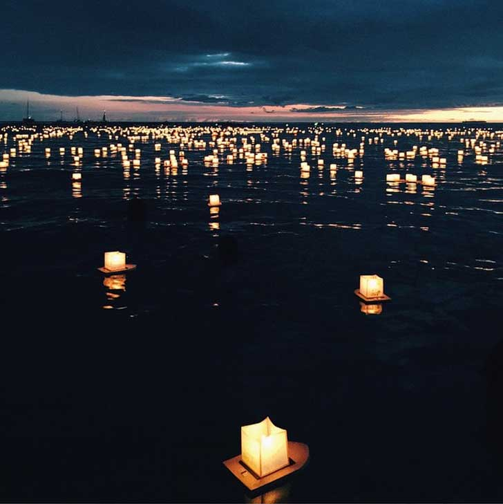 Lantern Floating at Ala Moana Beach, Honolulu Oaha // localadventurer.com