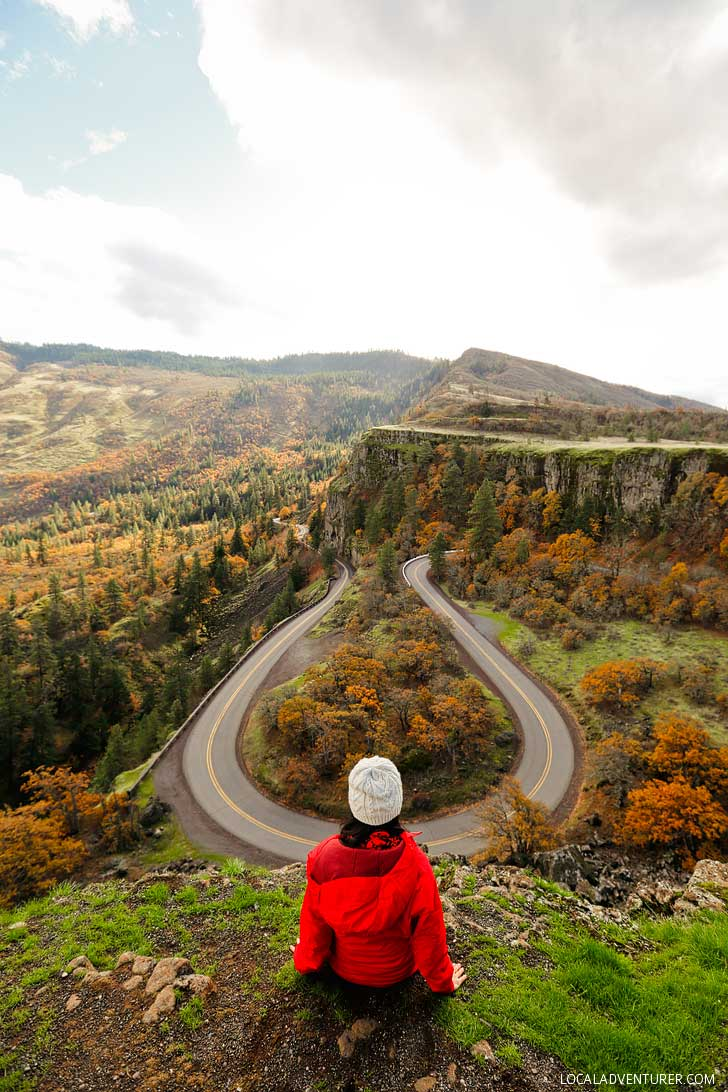 Rowena Crest Viewpoint in Oregon - 1 1/2 hours east of Portland along the Columbia Gorge // localadventurer.com