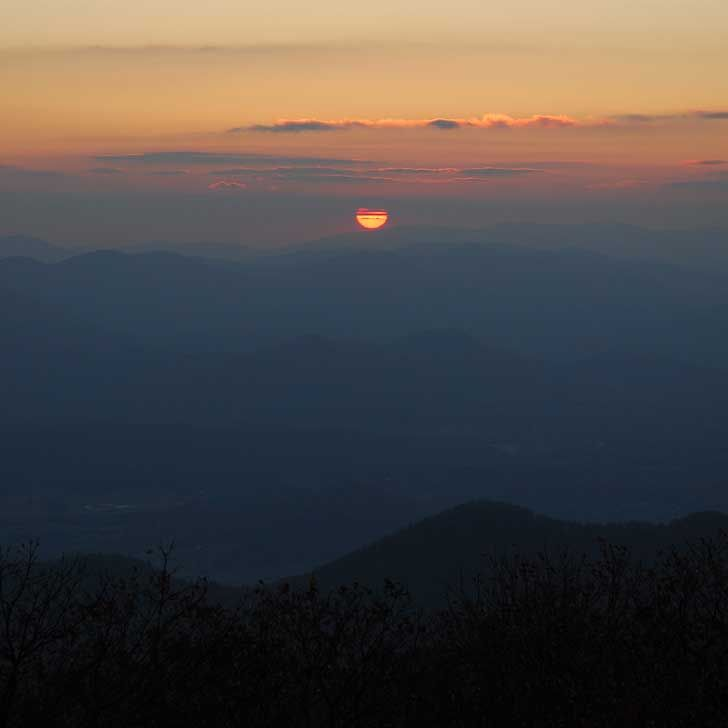 Brasstown Bald is the tallest mountain in Georgia at 4,784 feet and gives you amazing long-range views on clear days. On high-visibility days, you can see four states // localadventurer.com