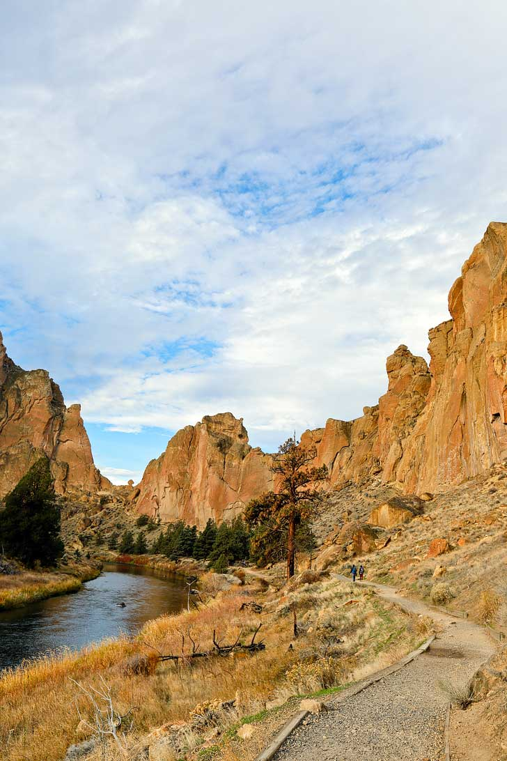 Smith Rock State Park Hiking - Smith Rock in Oregon is a great place to go rock climbing. It's the birthplace of sport climbing in the US, but also offers great hikes with scenic views. See the ultimate guide to the park here // localadventurer.com