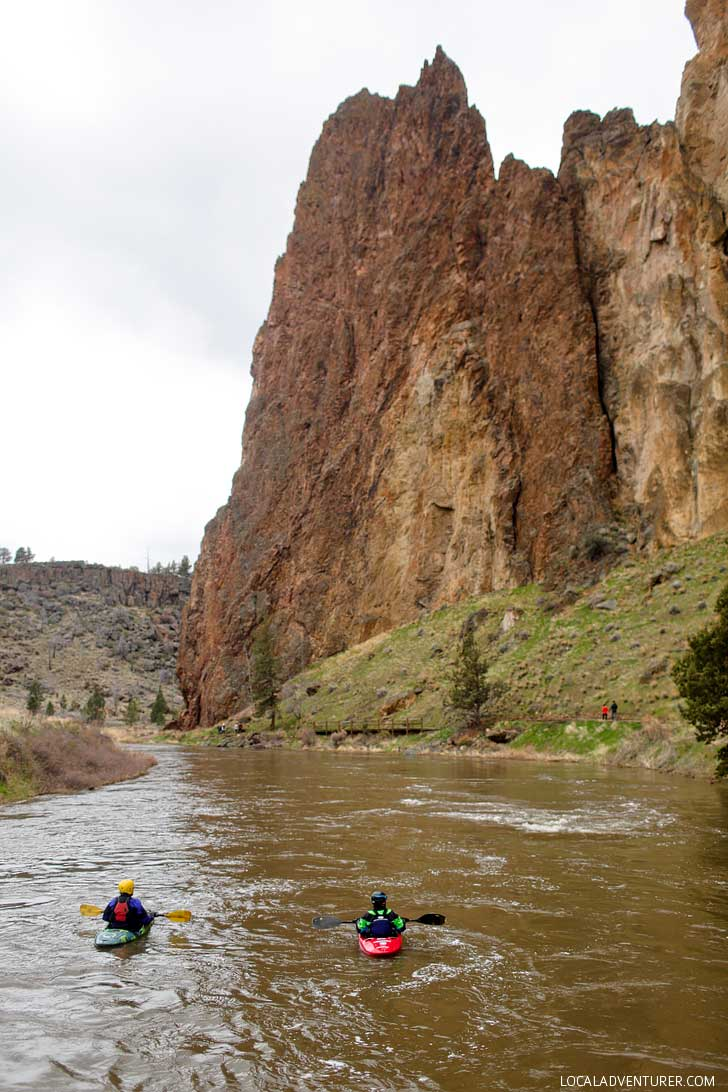 Kayaking the Crooked River Smith Rock State Park - one of Oregon's Seven Wonders. It's a premier sport climbing destination and has some of the best hikes in Oregon with stunning views. Find out everything you need to know about the park here // localadventurer.com