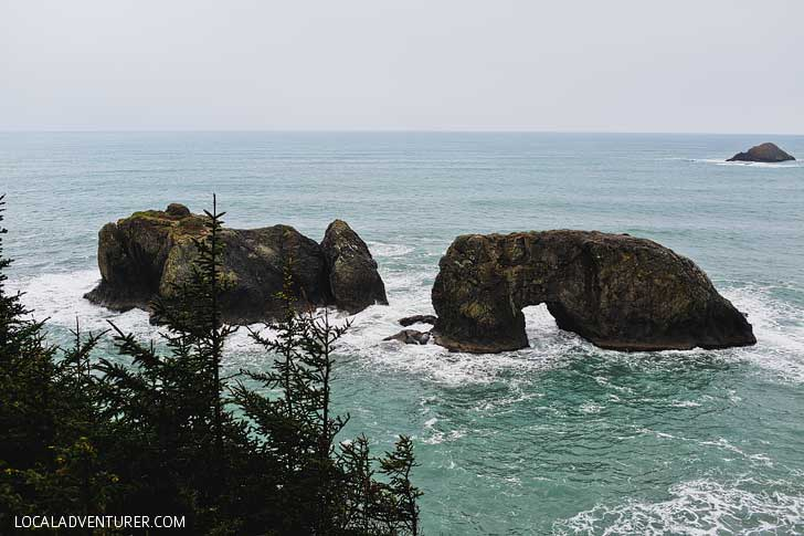 Arch Rock Point Hike + Samuel H Boardman State Scenic Corridor Brookings Oregon // localadventurer.com