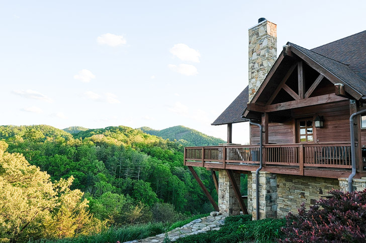 Bear Creek Cabin + Best Places to Stay in Asheville NC // localadventurer.com