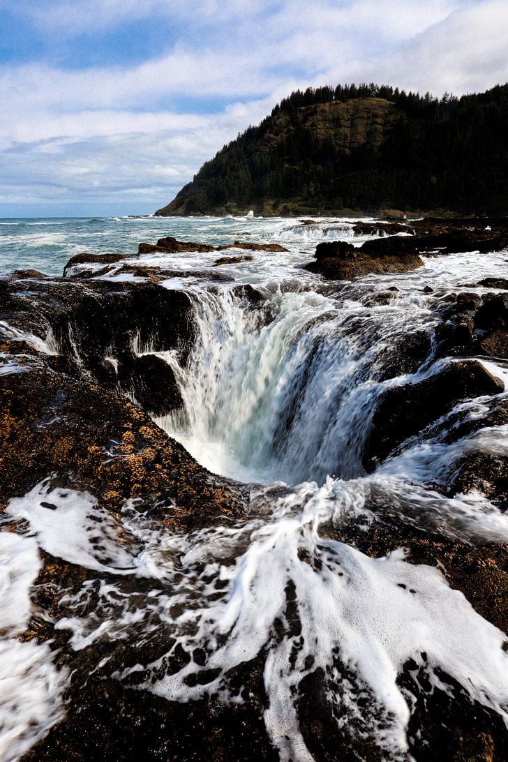 Thor's Well Cape Perpetua Scenic Area on the Oregon Coast + How to Get There and When to Visit // localadventurer.com