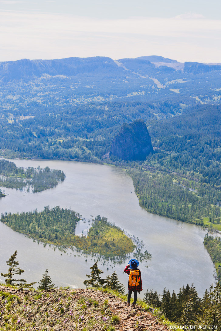 Everything You Need to Know About Hiking to Munra Point, Columbia River Gorge, Oregon // localadventurer.comEverything You Need to Know About Hiking to Munra Point, Columbia River Gorge, Oregon // localadventurer.com