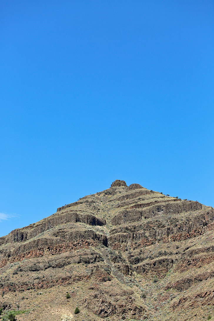 Sheep Rock, John Day Fossil Beds National Monument, Oregon // localadventurer.com