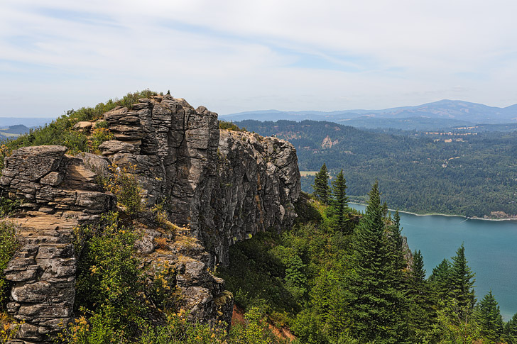 Angel's Rest Oregon, Columbia River Gorge Hikes // localadventurer.com