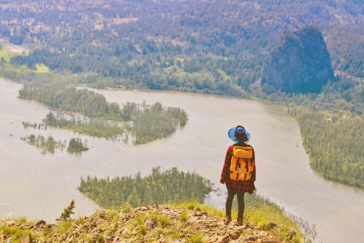 21 Amazing Hikes in the Columbia River Gorge - Best hikes Near Portland Oregon // Local Adventurer #localadventurer #traveloregon #oregon #pnw #hiking