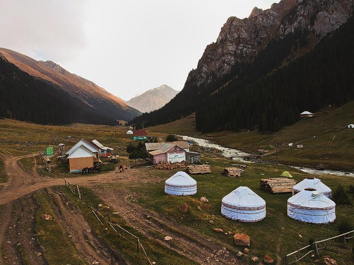 Altyn Arashan - Spa in Kyrgyzstan // localadventurer.com