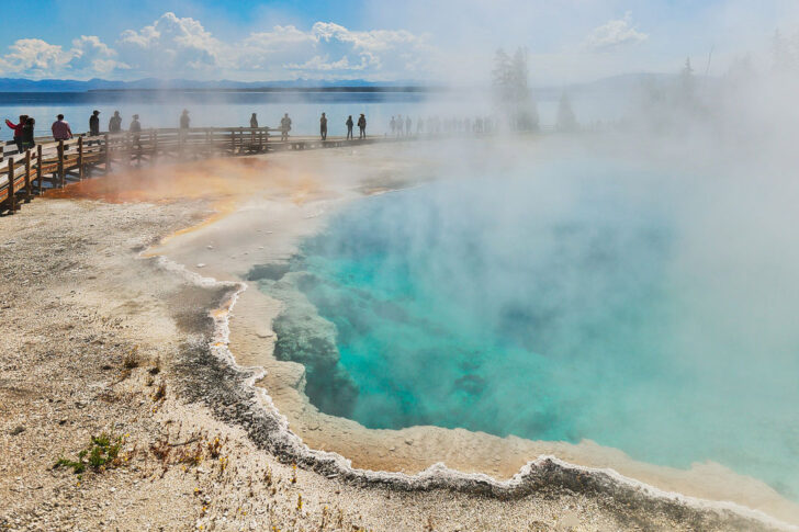 Your Ultimate Guide to Yellowstone National Park - Best Attractions, Activities, Day Hikes, Tips on How to See Wildlife, and More // Local Adventurer #yellowstone #thatsWY #wyoming #visittheusa #outdoorsusa