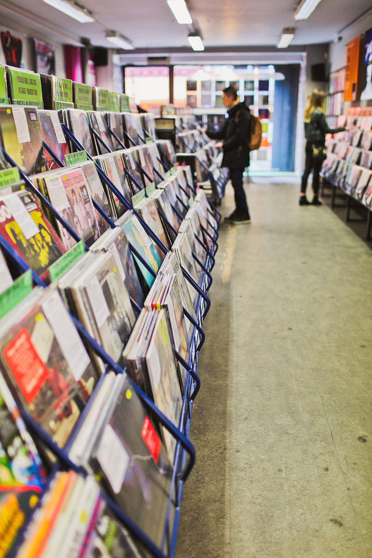 Record Shops in Manchester England + 25 Amazing Things to Do in Manchester England // Local Adventurer #vinyl #manchester #england #uk