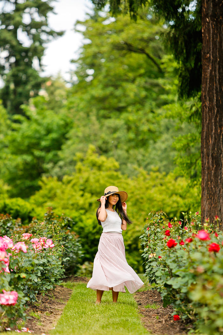 Portland Oregon is the City of Roses - The International Rose Test Garden is one of the best places to see the roses and is one of the most popular attractions in PDX // Local Adventurer #portland #roses