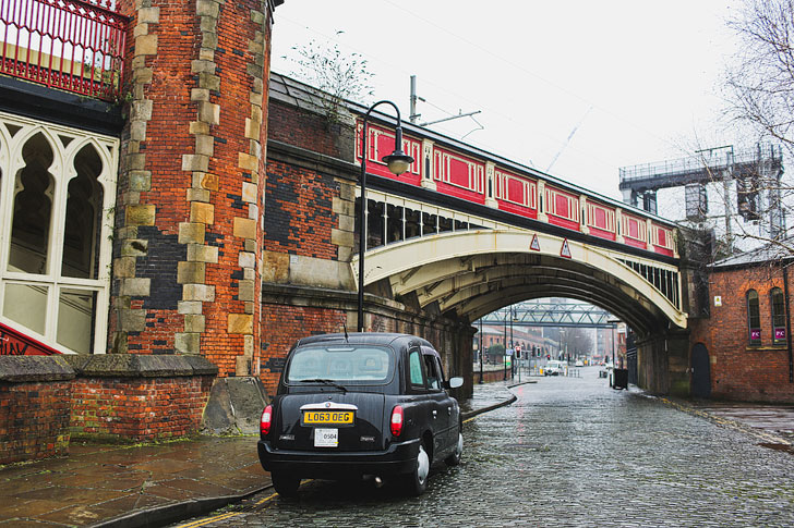 Black Cab Manchester Taxi Tours + How to Spend an Amazing Two Days in Manchester - Your Essential Manchester City Guide // Local Adventurer #manchester #uk #england