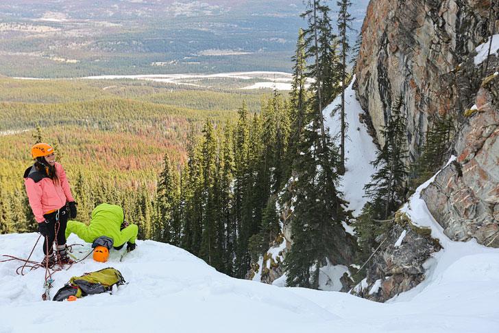 Ice Climbing Tips for Beginners. Photo: Climbing Edge of the World in Jasper National Park, Alberta, Canada // Local Adventurer #jasper #canada