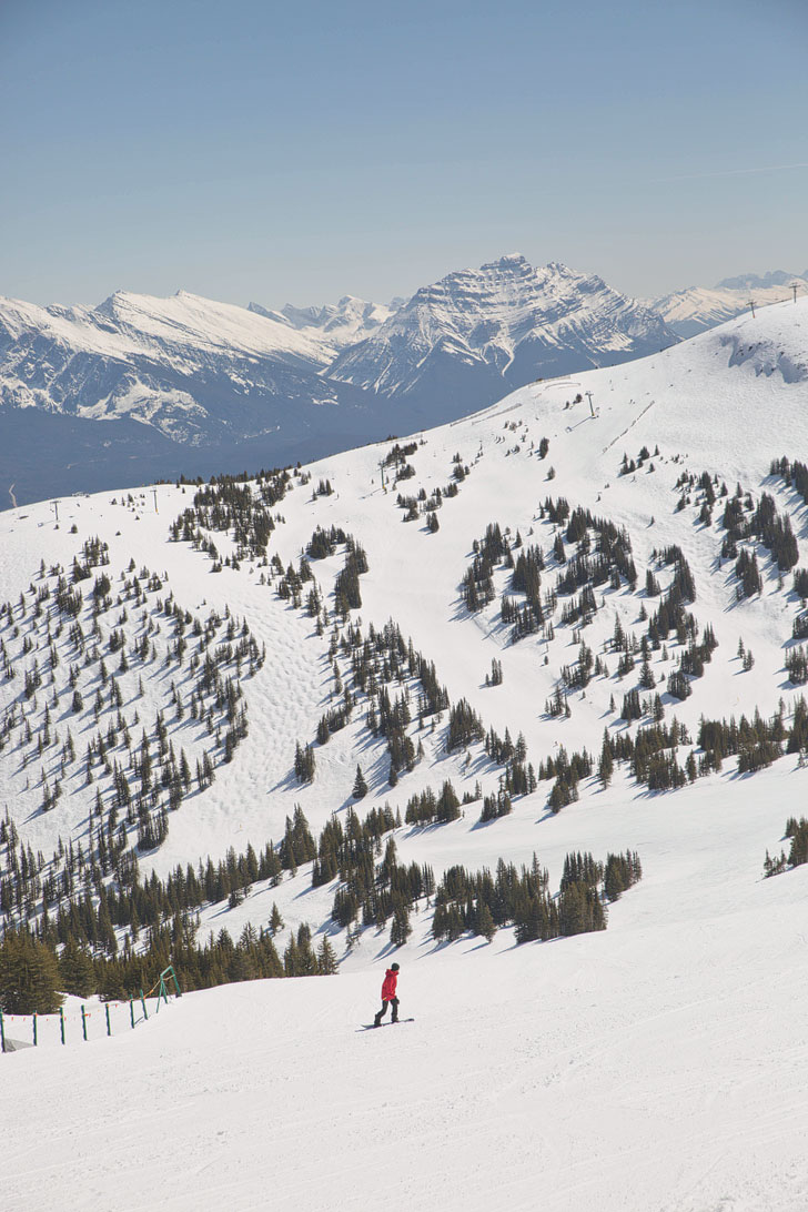Marmot Basin Jasper Snowboarding + 15 Unforgettable Things to Do in Jasper National Park | If you're headed to the Canadian Rockies, you need to visit Jasper National Park. It is one of the most beautiful places for anyone who loves nature, photography, or adventure. Click on this article to find out what you need to add to your bucket list (photo: Robin of Elite Jetsetter // Local Adventurer #jasper #alberta #canada