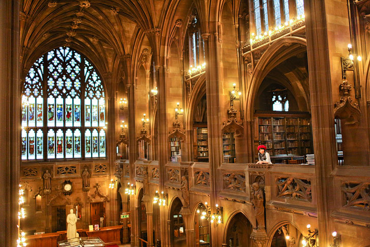 The John Rylands Library looks straight out of Harry Potter. Read this article to see 15 Incredible Things to Do in Manchester England That You Shouldn't Miss, Your 48 Hour Manchester City Guide, Where to Stay in Manchester and| More Travel Tips // Local Adventurer #manchester #uk #england