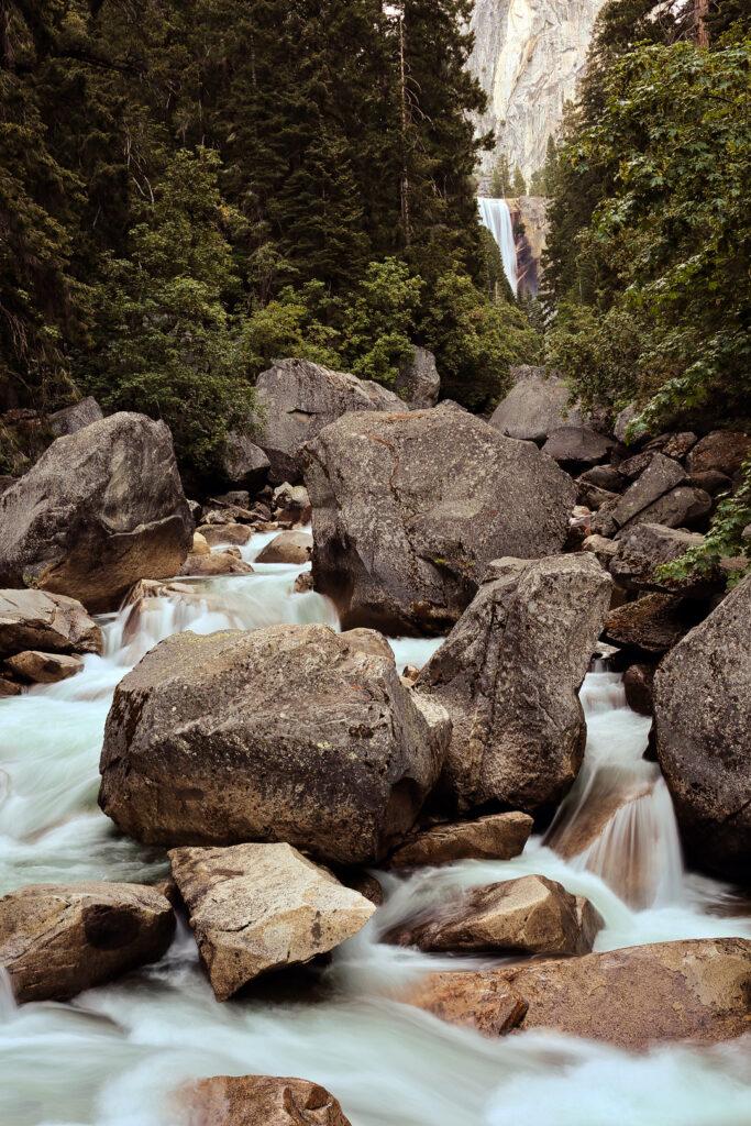 11 Best Hiking Trails in Yosemite - Mist Trail Yosemite | localadventurer.com
