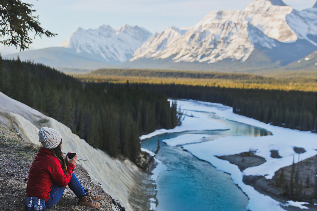 The Canadian Rockies are stunning in winter and summer, but when is the best time visit Jasper National Park? Check out this article to find out what season the locals love, that their favorite Jasper activities are, and what you can't miss! It's truly one of the most beautiful places in Canada // Local Adventurer #jasper #alberta #canada