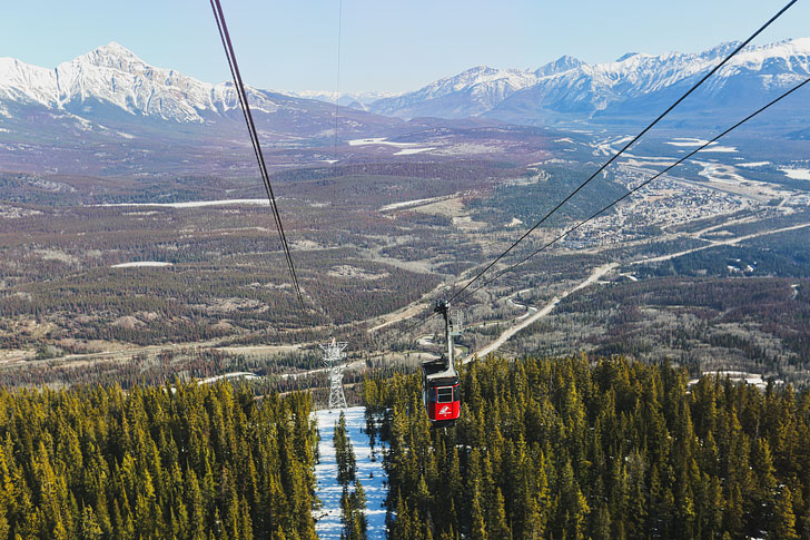Jasper Skytram + 15 Best Things to Do in Jasper National Park | Are you visiting Jasper this year? Check out this article for a list of the most unforgettable things to do. There are 15 things you must add to your bucket list, including the best Jasper activities and beautiful photography spots // Local Adventurer #jasper #alberta #canada