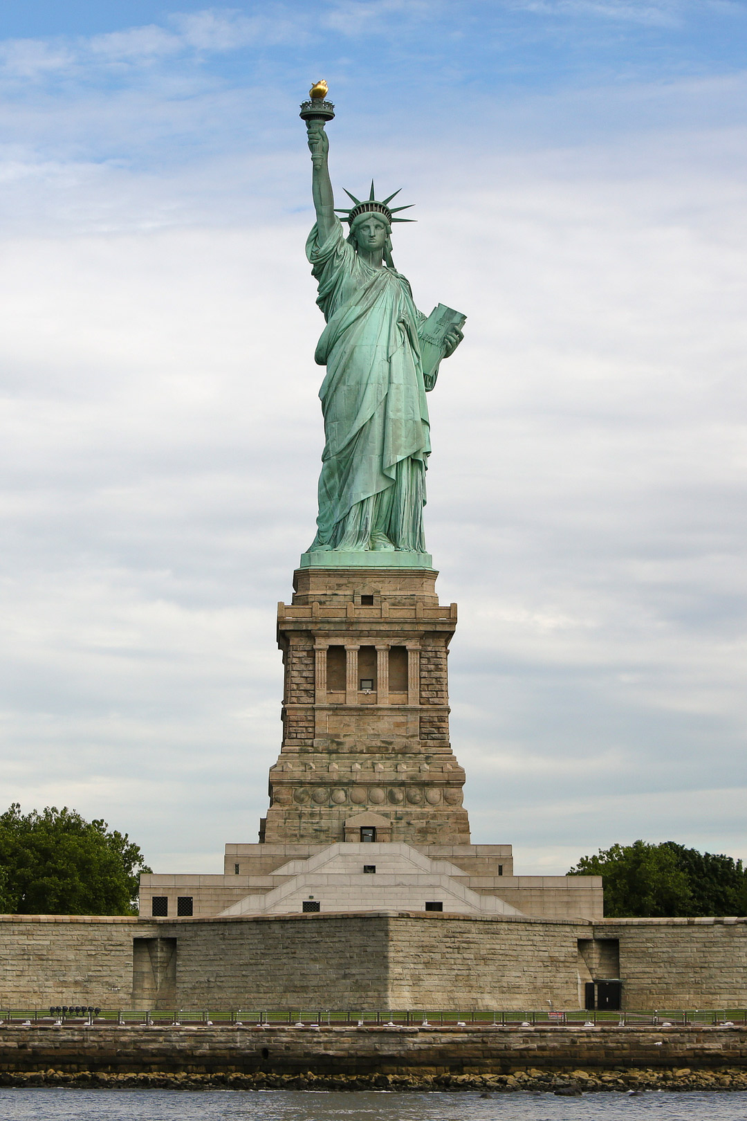 Looking for the best national parks in new york state? Click through and save this pin to check out our comprehensive guide to the 11 national parks in new york city. These NYC landmarks like the Statue of Liberty National Monument are spots you need to visit at least once in your life! We also include a list of other NYs parks, the best upstate new york parks, and best parks in nyc. // Local Adventurer #seeyourcity #nycgo #nyc #iloveny #newyork #newyorkcity #visittheusa