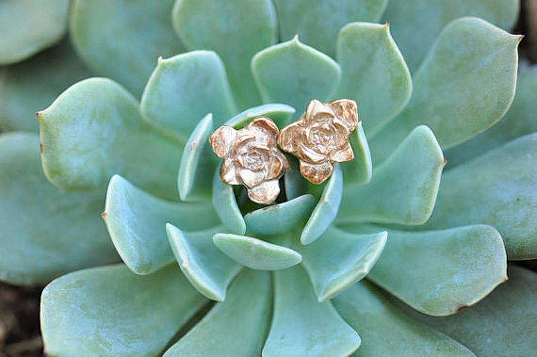 8 Creative Bronze Gifts for 8th Anniversary // Local Adventurer #anniversary #giftideas #dating #datenight #dateideas