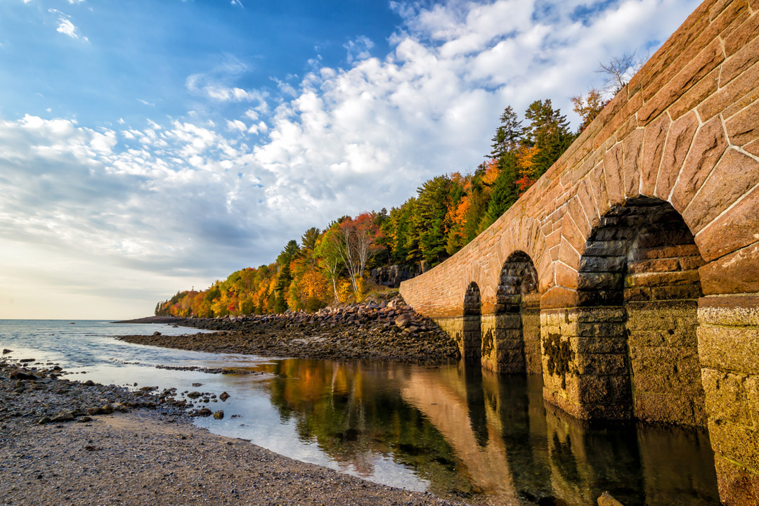 Acadia National Park Fall Foliage + 17 US Cities and Best National Parks to Visit in the Fall // Local Adventurer #usa #travel #fall #foliage #autumn #leaves #trees #maine #acadia #nationalpark