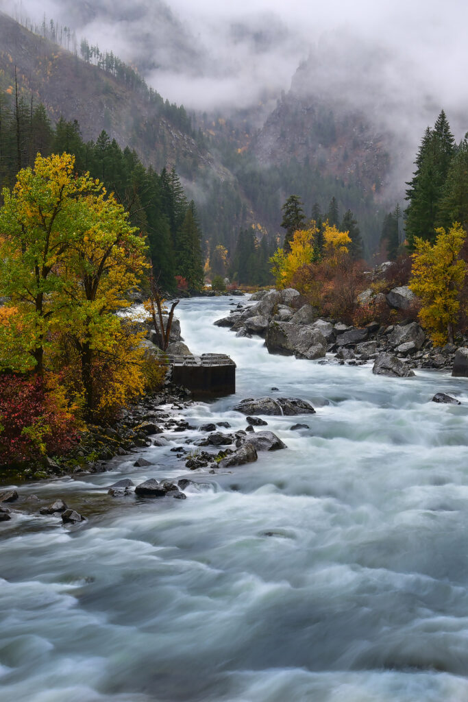 Fall in Washington State in Leavenworth + 17 Places for the Best Fall Foliage in USA // Local Adventurer #usa #travel #fall #foliage #autumn #leaves #trees #washington #wastate #leavenworth