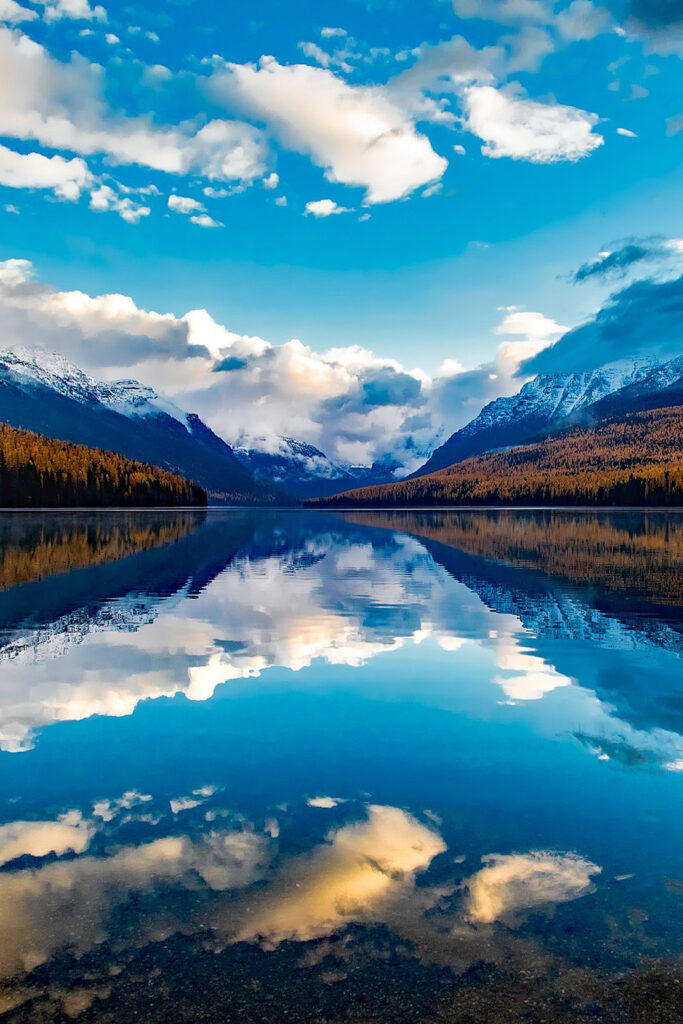 Glacier National Park Autumn+ 17 Best US Cities and Best National Parks to Visit in the Fall // Local Adventurer #fall #foliage #autumn #colors #leaves #usa #travel #glacier #montana #montanamoment