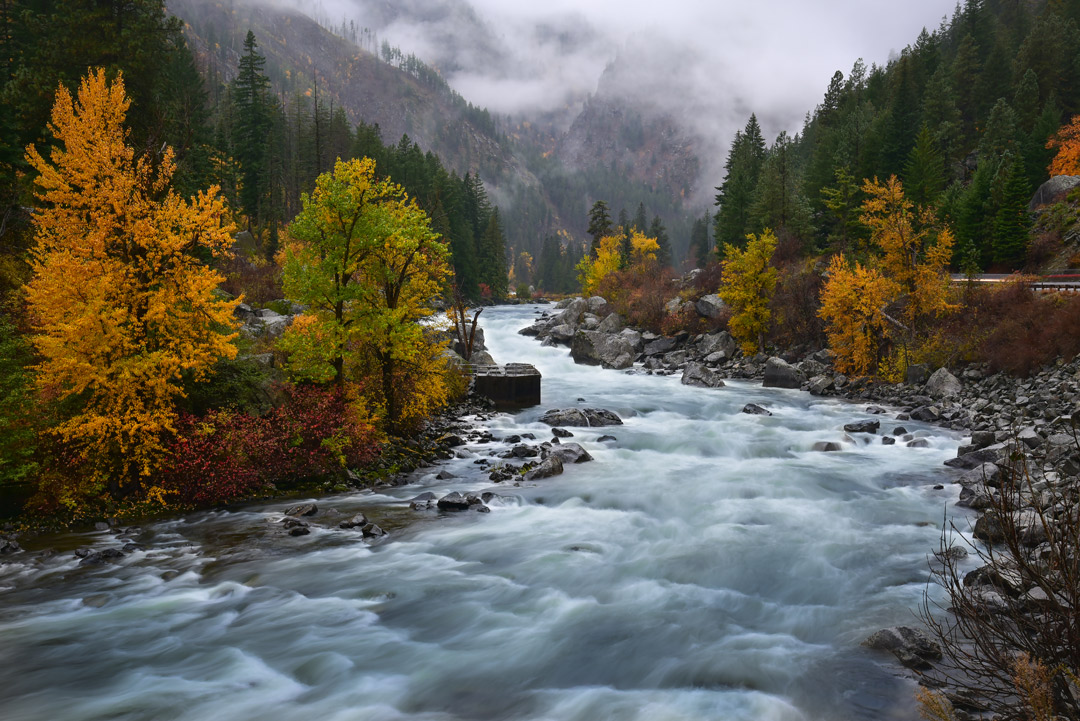 Leavenworth Fall Colors + 17 Places for the Best Fall Foliage in USA // Local Adventurer #usa #travel #fall #foliage #autumn #leaves #trees #washington #wastate #leavenworth