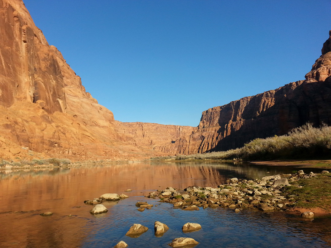 Lees Ferry Colorado River + 11 Popular Lake Powell Activities You Can't Miss // Local Adventurer #usa #travel #arizona #utah #az #boating #outdoors #traveltips #lakepowell #lakelife