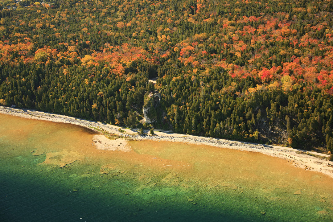 Mackinac Island Fall Colors + 17 Best Places to Visit in Autumn in the US // Local Adventurer #usa #travel #fall #foliage #autumn #leaves #trees #mackinac #colors #michigan #midwest